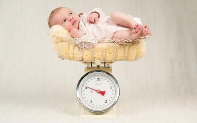 Вес новорожденного. Какой вес новорожденного считается нормой. Как повлиять на вес новорожденного. Какие проблемы со здоровьем бывают у маловесных и крупных детей.