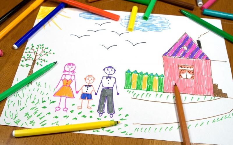 Ребенок 4 года о чем говорят рисунки thumbnail