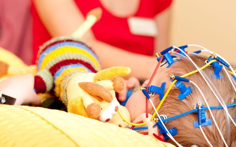 Закатывания младенцев - насколько это опасно? Опасны ли фебрильные судороги у детей. Как отличить судорогу от эпилептического припадка. Обмороки у подростков - причины и лечение.