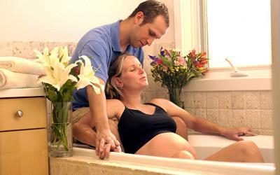 Особенности проведения родов в воде