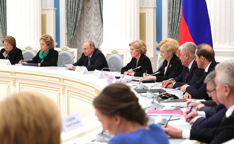 Заявления Путина 28 ноября по демографической политике. Продление программы маткапитала. Выплаты первенцам. Льготы по ипотеке семьям с детьми.