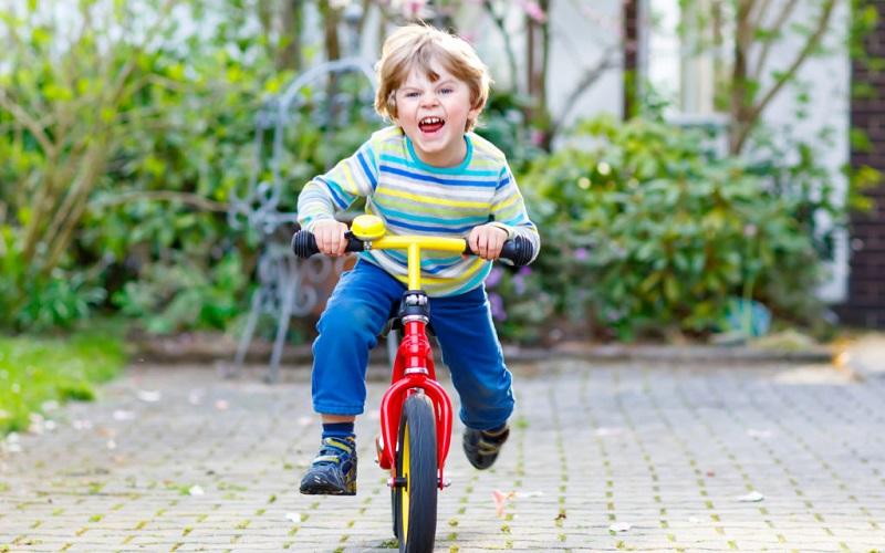 Беговелы, самокаты и толокары. Вредны ли они для детского здоровья? Можно ли ребенку с вальгусной стопой кататься на беговеле.