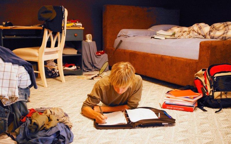 Кризис подросткового возраста. Неряшливость подростков: как заставить ребенка убраться в комнате? Как приучить подростка к порядку и чистоте. Что делать, если раздражает беспорядок в комнате ребенка.