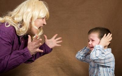 Молодая мамаша приучила сын 8 лет к сексу