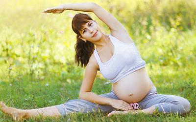 Красивая беременность. Грудь и живот во время беременности.