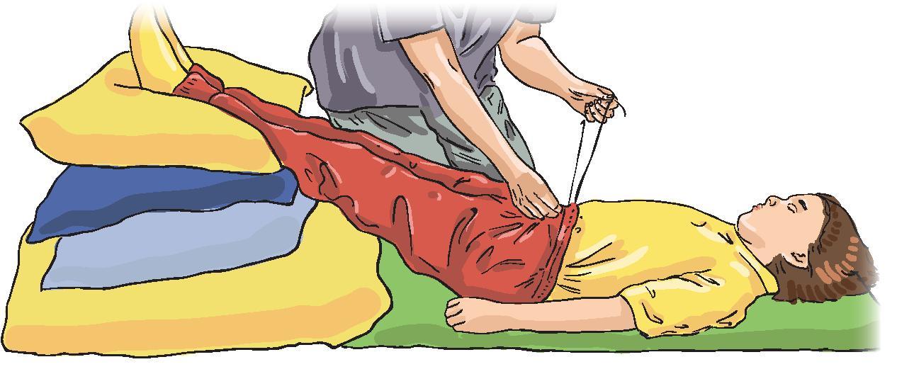 2. Расстегните или снимите одежду.