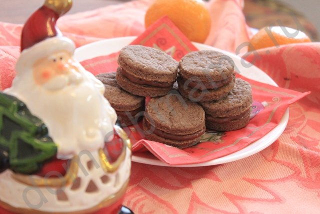 Новогоднее печенье с шоколадной начинкой