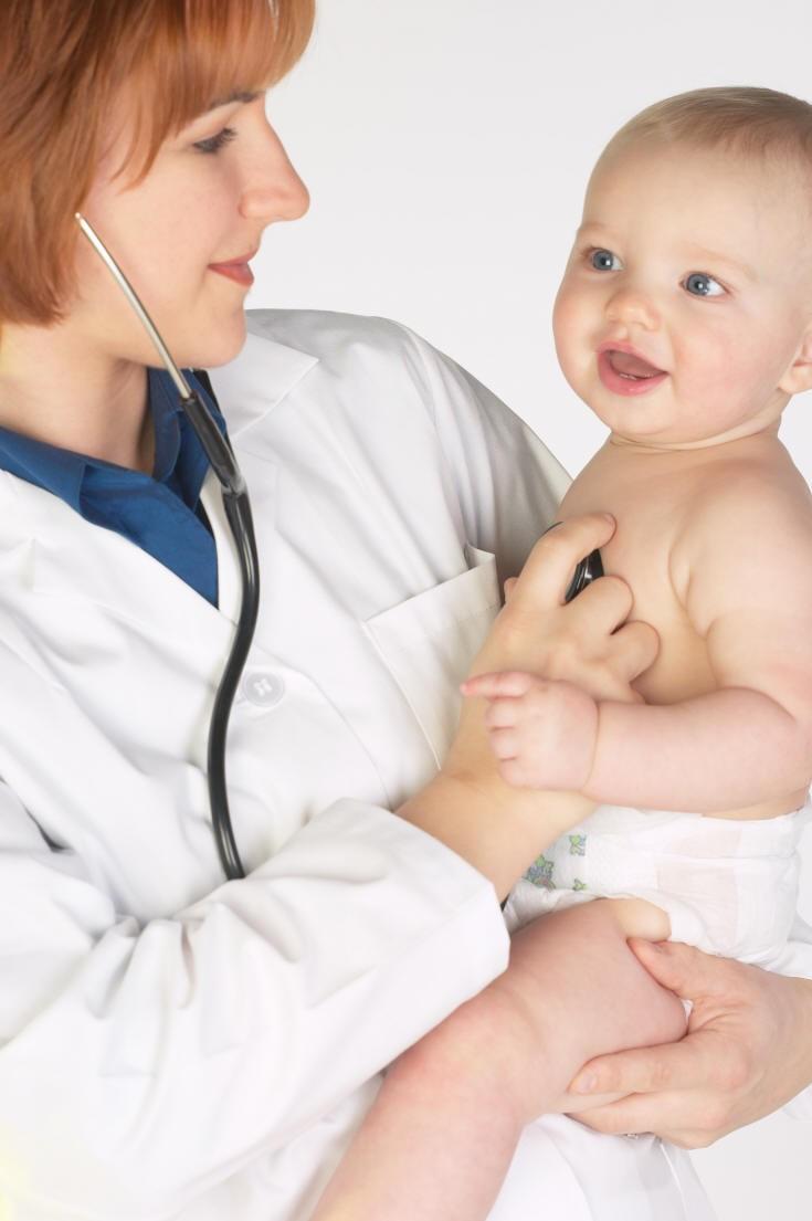 Каких врачей нужно пройти в первый год жизни и зачем