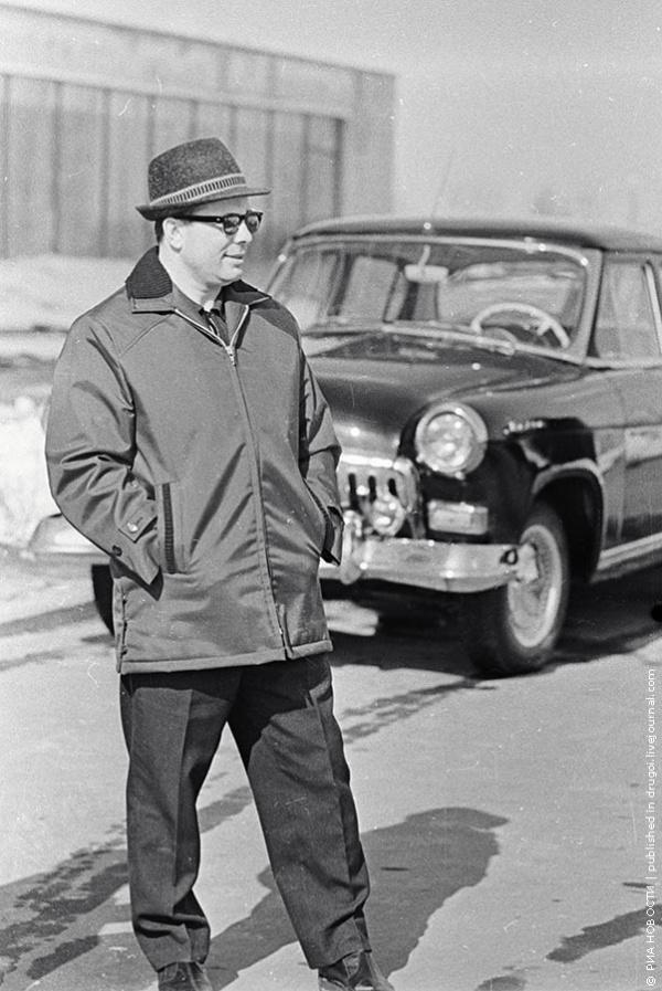 Гагарин и его автомобиль - черная Волга