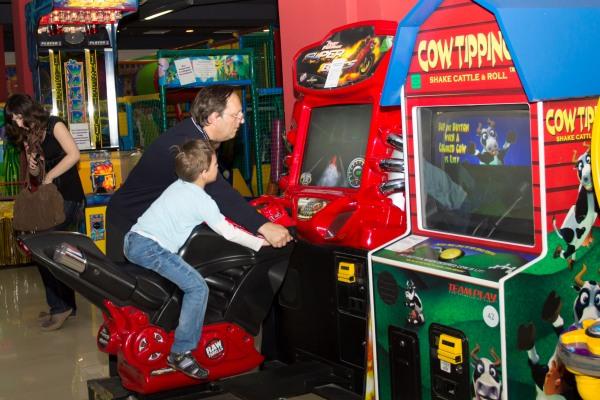 Детские игровые аппараты гонки игровые автоматы играть бесплатно супер фрог