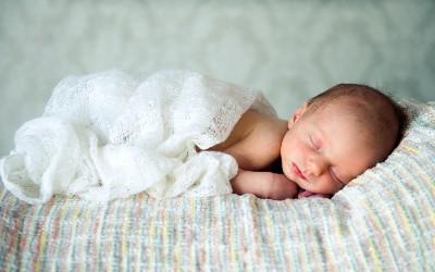 Как ухаживать за крайней плотью мальчиков. Нужно ли открывать крайнюю плоть? Гигиена новорожденного мальчика. Что такое физиологический фимоз