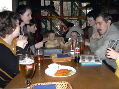 Застолье - Оля (Ola), Инна (lamb), Ирина (Dio), Костя и Леша, Светлана (Sveka), супруг Poni.
