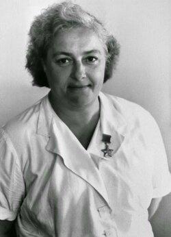Мама Людмила: какой матерью была снайпер Людмила Павличенко